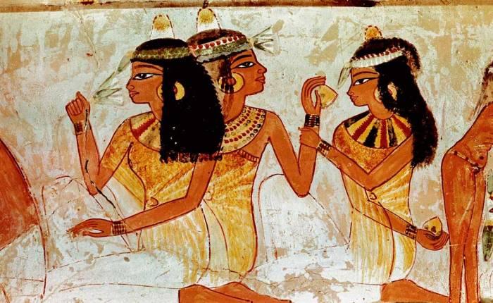 El faraón Sneferu y las jóvenesremeras